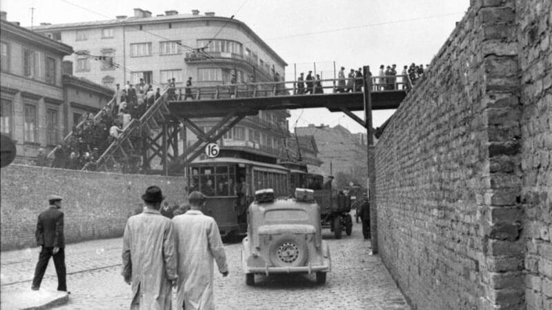 varsavia-ponte-che-collegava-ghett-piccolo-e-ghetto-grande